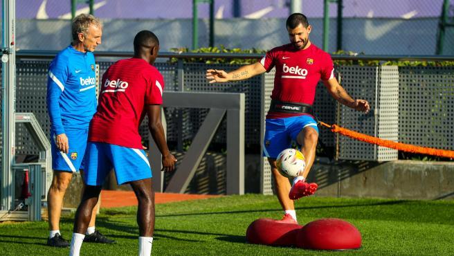 El Barça recupera efectivos: Agüero y Dembélé ya trabajan con el grupo